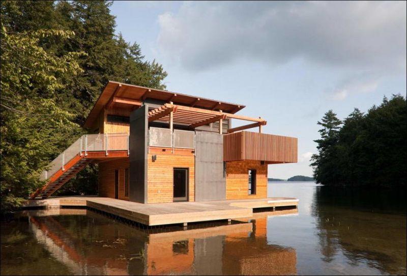 Дом на озере в Канаде