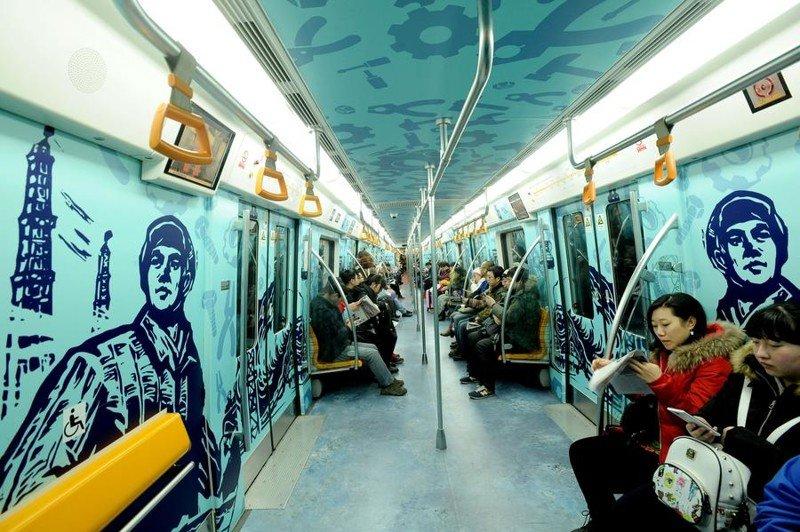 Нескучные вагоны метро в разных городах мира