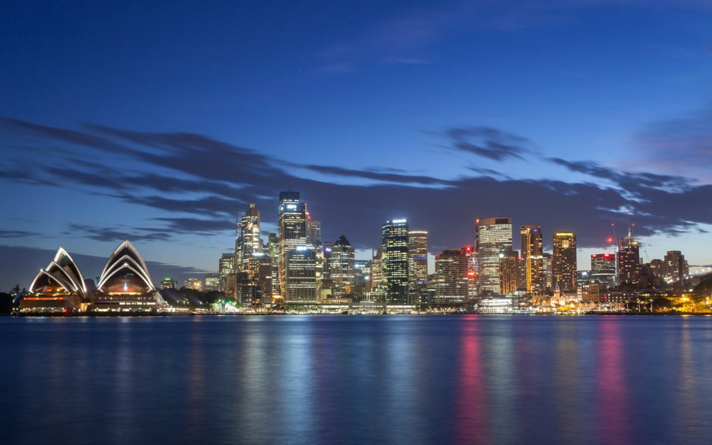 Очертания крупных городов мира на фоне ночного неба