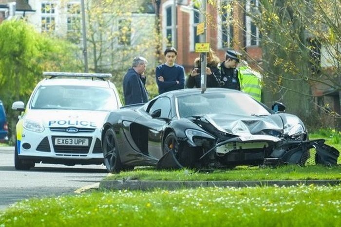 Хозяин McLaren 650S Spider разбил его спустя 10 минут после покупки