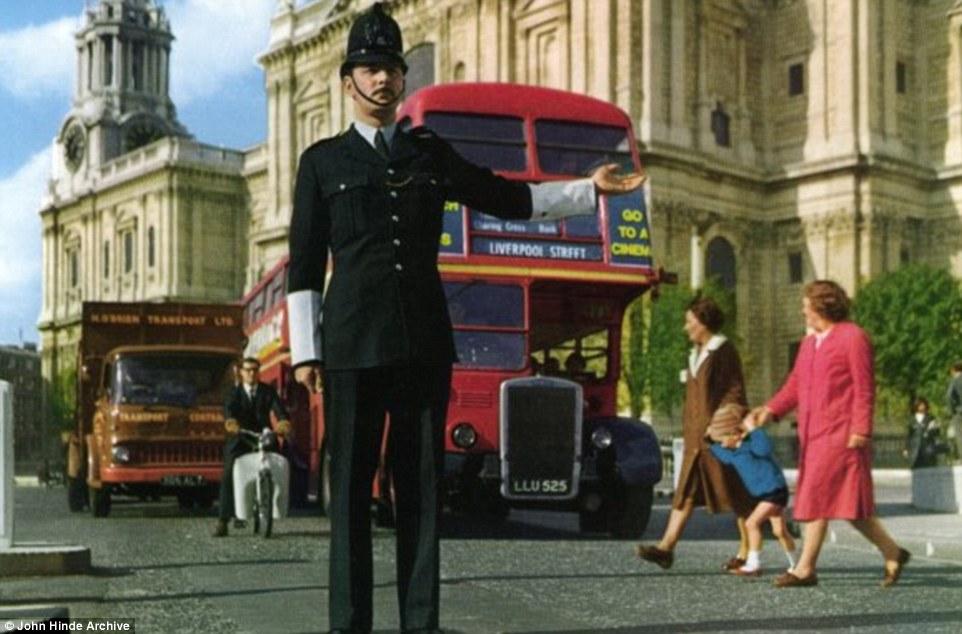 Британия 1960–1970-х годов на почтовых открытках