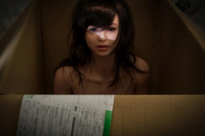 Корейский фотограф снимает свою жизнь с ультра-реалистичной силиконовой куклой