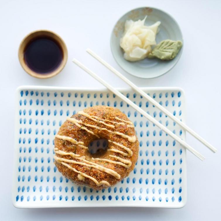 Суши в виде пончиков — забавный пищевой тренд