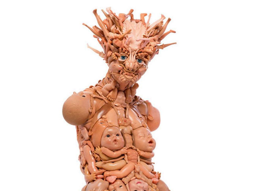 Человекоподобные фигуры из старых кукол