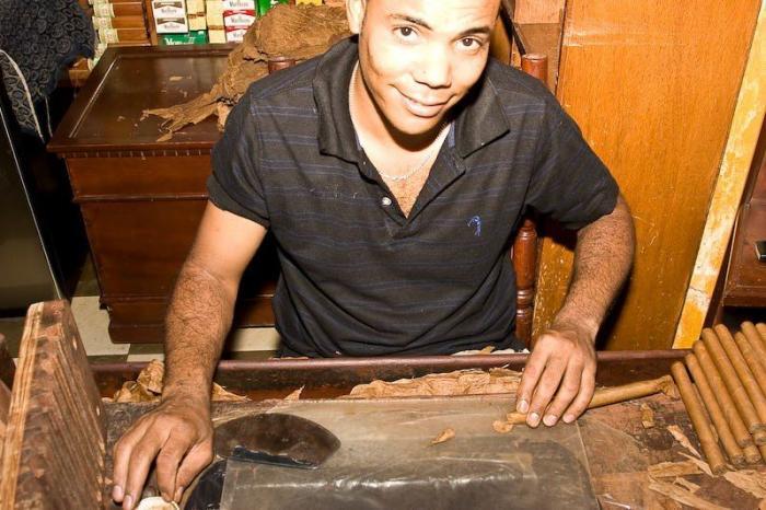 Как делают сигары на Доминикане
