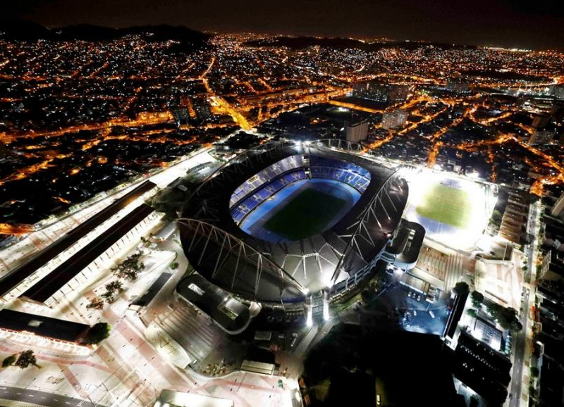 Снимки ночного олимпийского Рио-де-Жанейро с высоты