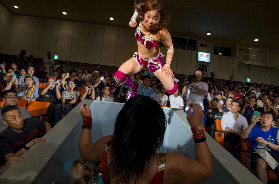 Безумные снимки о японском женском рестлинге