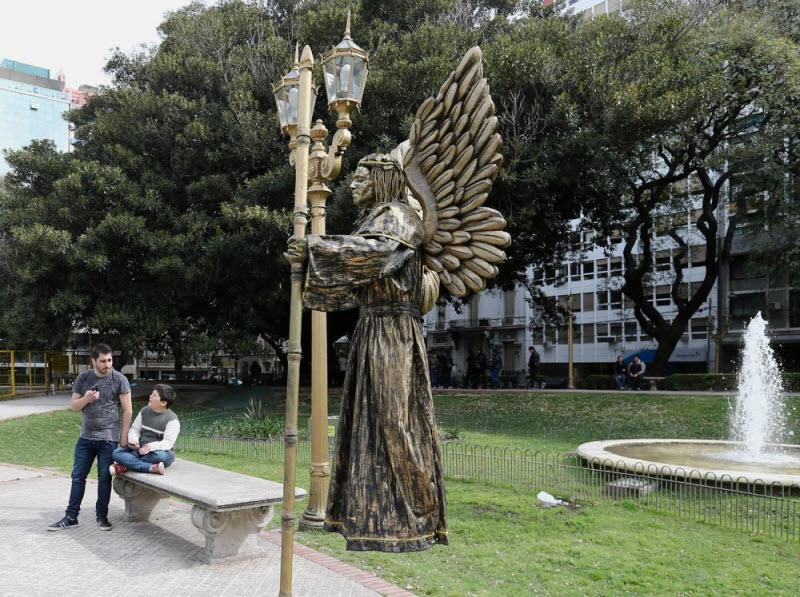 Конкурс живых статуй в Буэнос-Айресе