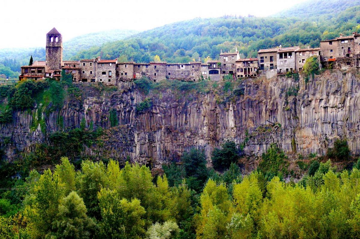Самые удивительные города на скалах