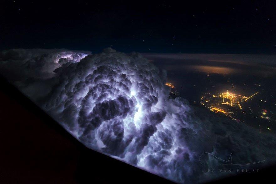 Завораживающая красота Земли из кабины пилота