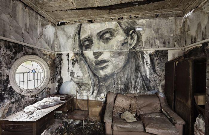 Портреты красивых женщин на стенах заброшенных зданий