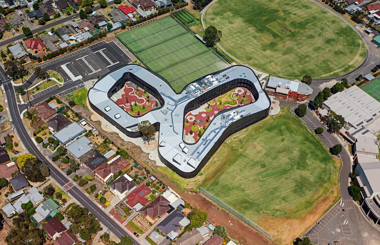 Символ бесконечности в проекте средней школы в Австралии