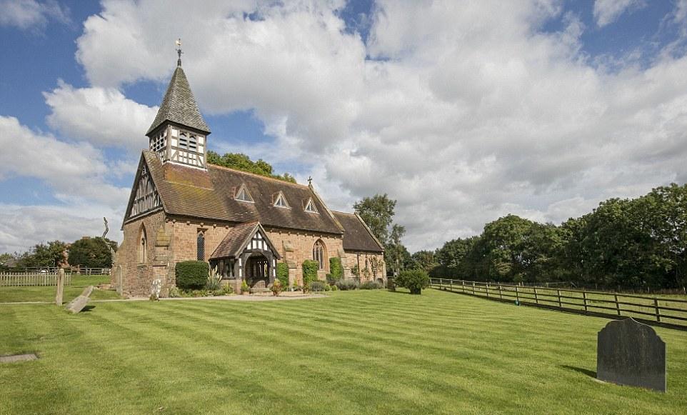 Бывшая церковь, переделанная в современное жилище