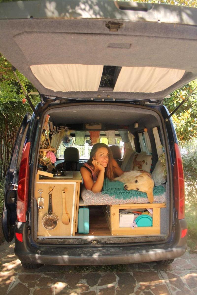Девушка исполнила свою мечту: путешествовать на автомобиле