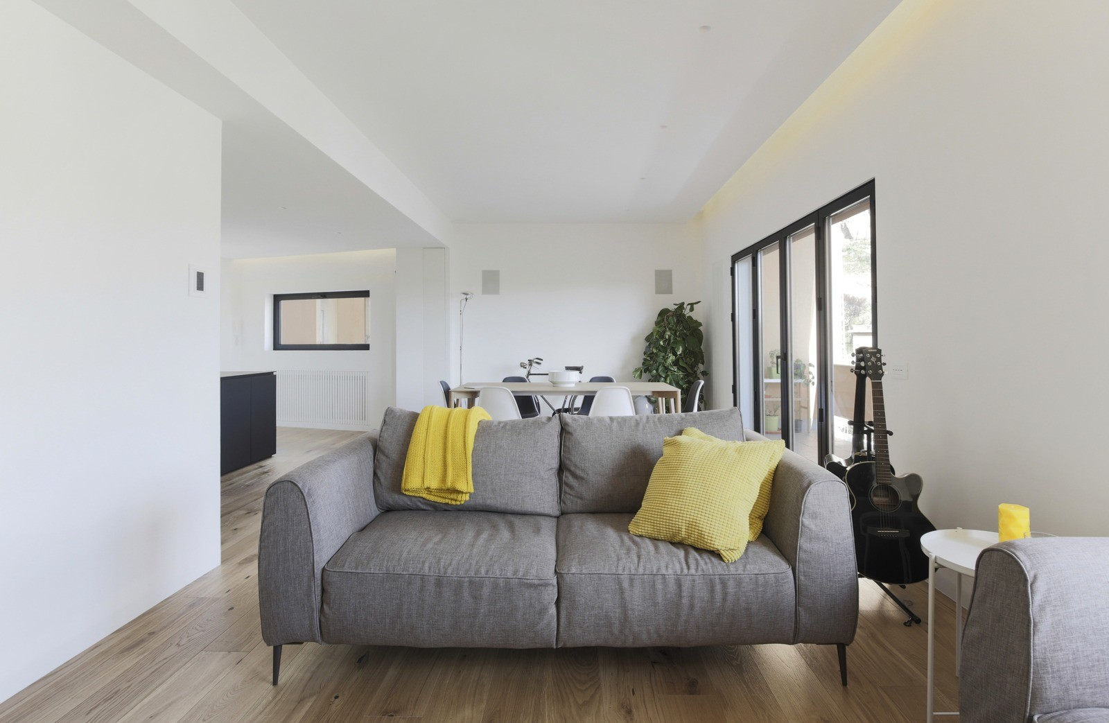 Продуманный минимализм интерьера дома в Палермо