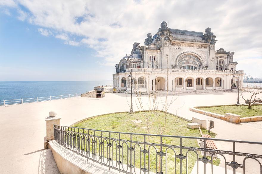 Шикарное заброшенное казино на берегу Черного моря