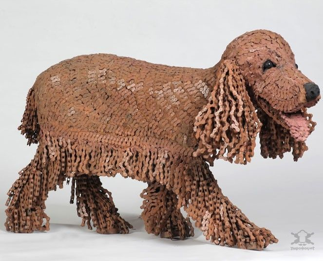 Художница создает собак из велосипедных цепей