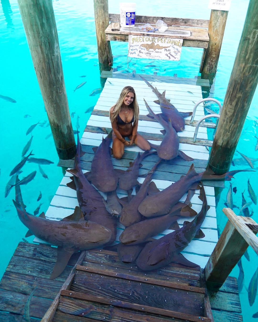 22-летняя студентка путешествует по экзотическим местам