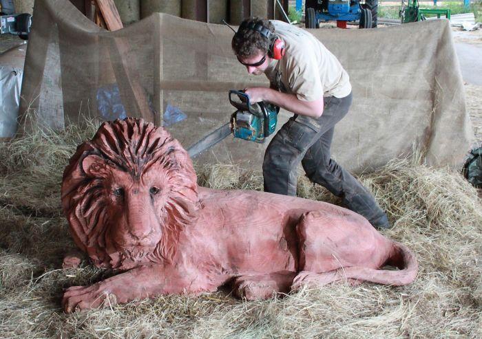 Красивые деревянные скульптуры при помощи бензопилы