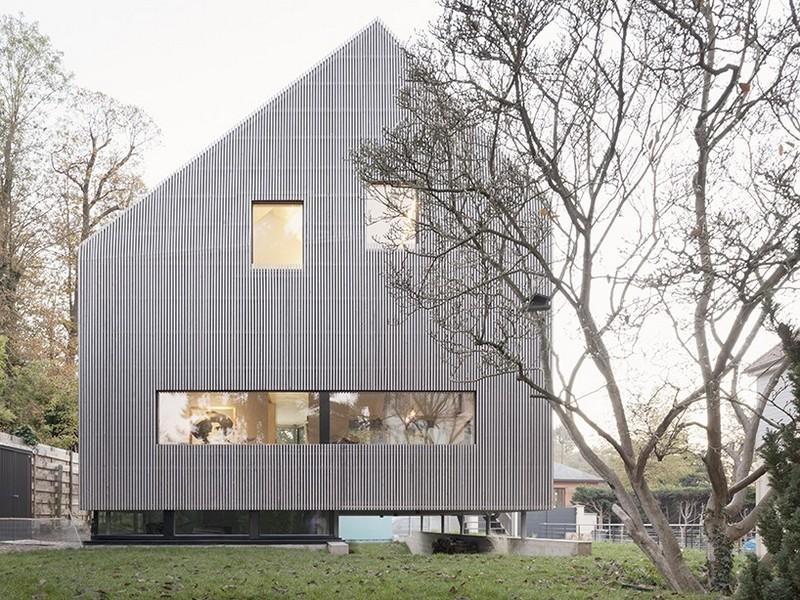 Асимметричный дом в Париже