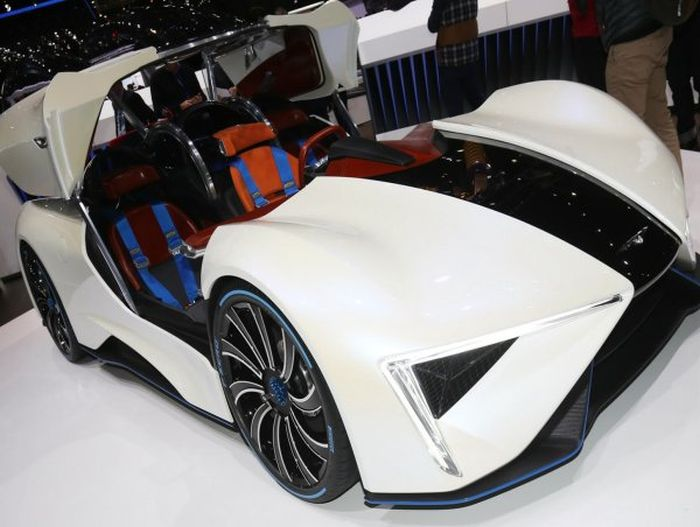 Китайцы представили уникальный электрический суперкар