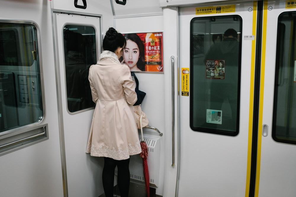 Одиночество жителей Токио на снимках Йота Ёсида