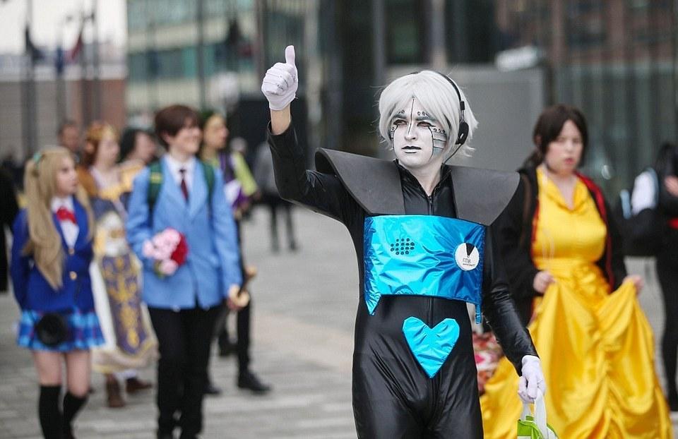 Поклонники супергероев на улицах Ливерпуля