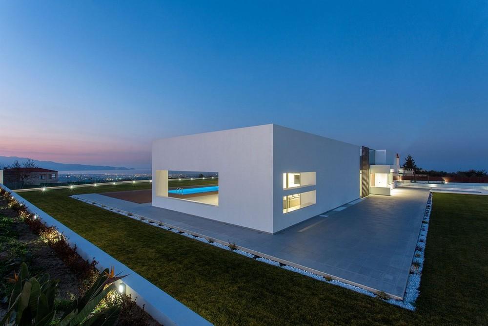Современная резиденция на побережье Средиземного моря