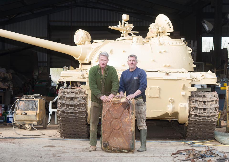 Британский коллекционер купил танк Т-54 и нашел внутри слитки золота
