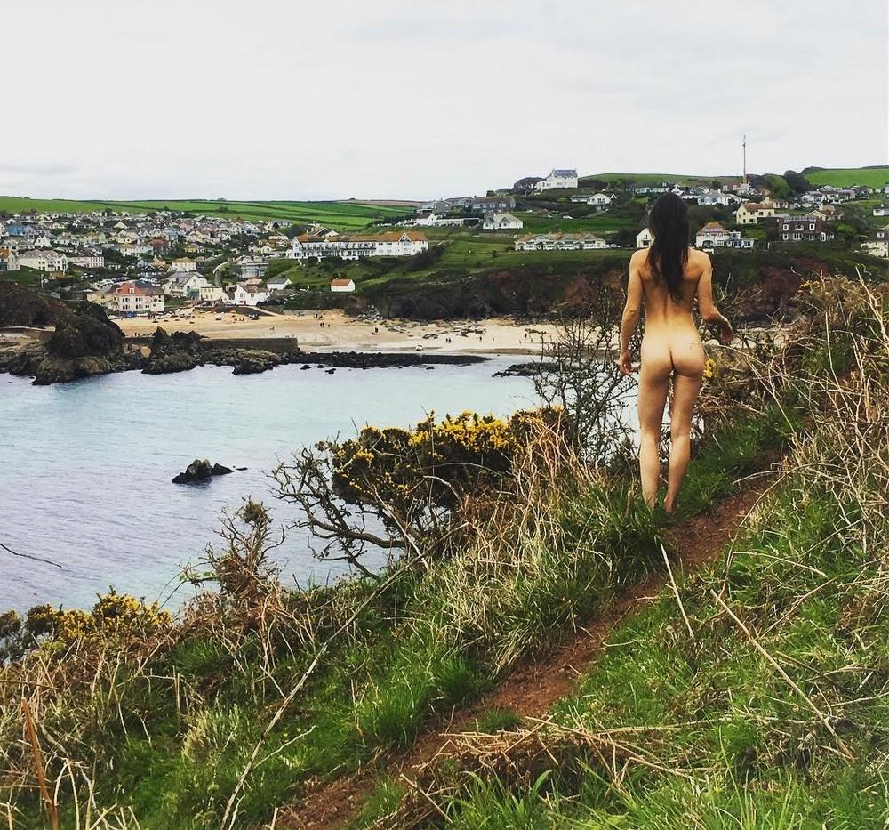 Голозадые путешественники в Instagram