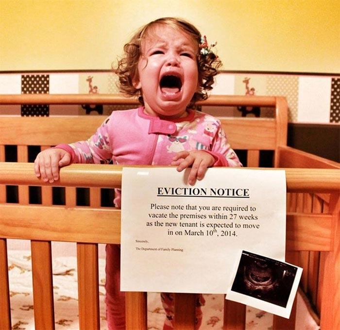 Смешные и недовольные дети, которые не рады появлению другого ребёнка