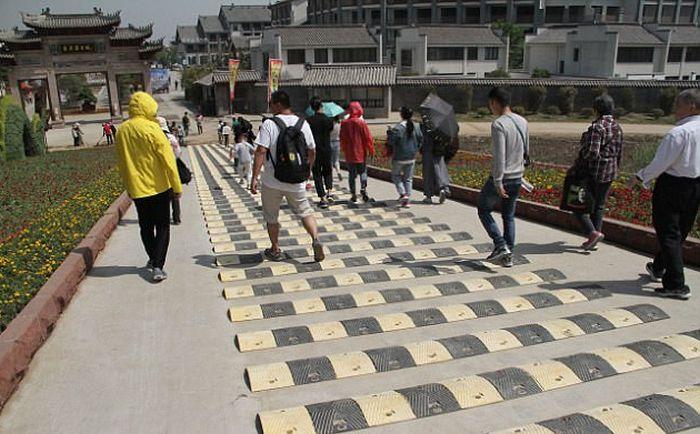Гениальное новшество на пешеходных дорожках Китая
