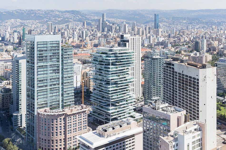 Слоеный стиль нового жилого здания в Ливане
