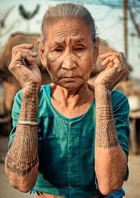 Татуировки на телах непальских девушек защищали их от сексуального рабства