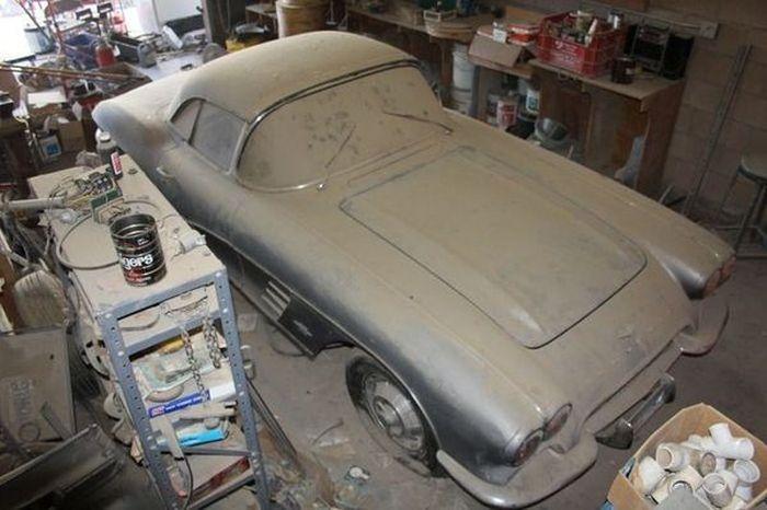 Простоявший 44 года в гараже Chevrolet Corvette С1 продают за 36 700 долларов