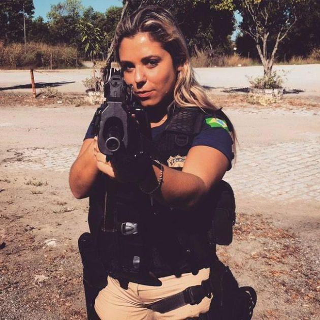Мари Аг — одна из самых красивых женщин-полицейских Бразилии