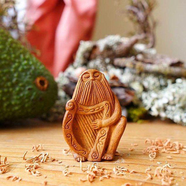 Милые фигурки из косточек авокадо