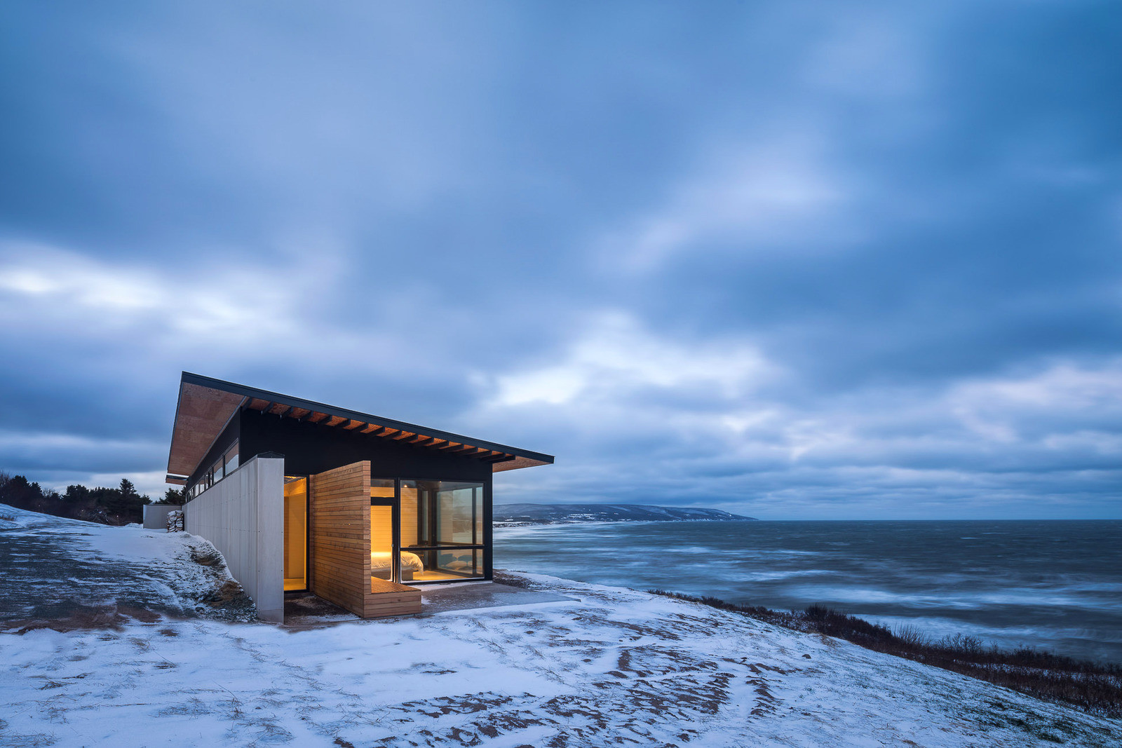 Загородный дом на берегу океана в Канаде