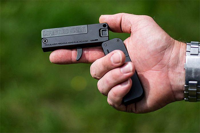 LifeCard — один из самых крошечных пистолетов в мире