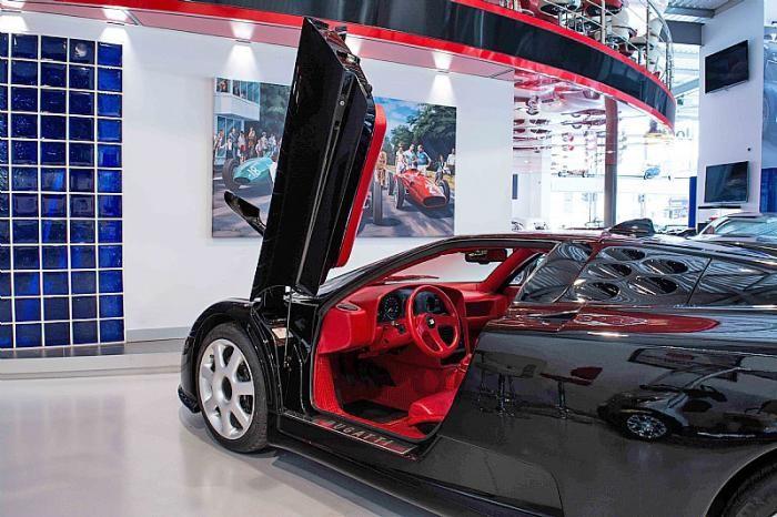 Редкий суперкар Bugatti EB110 SS