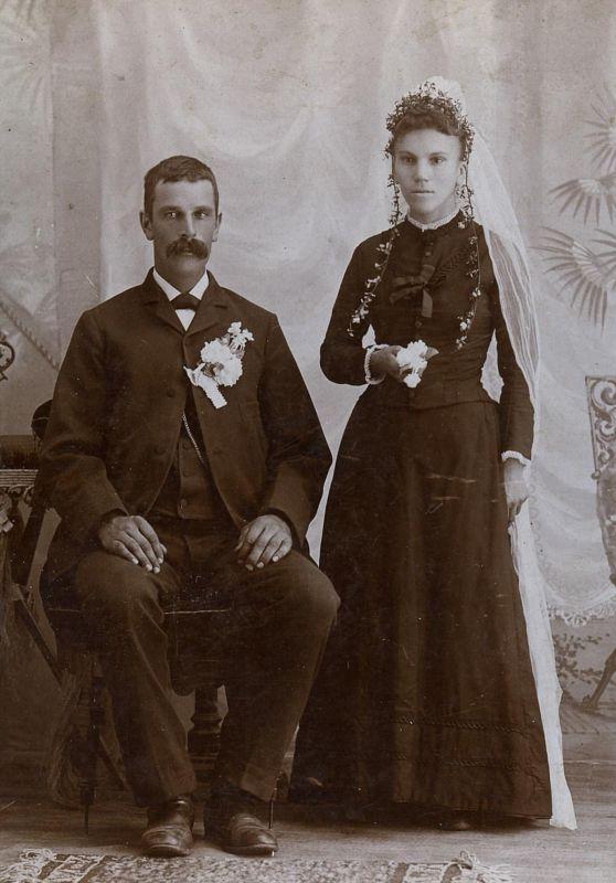 Счастливые лица молодоженов викторианской эпохи