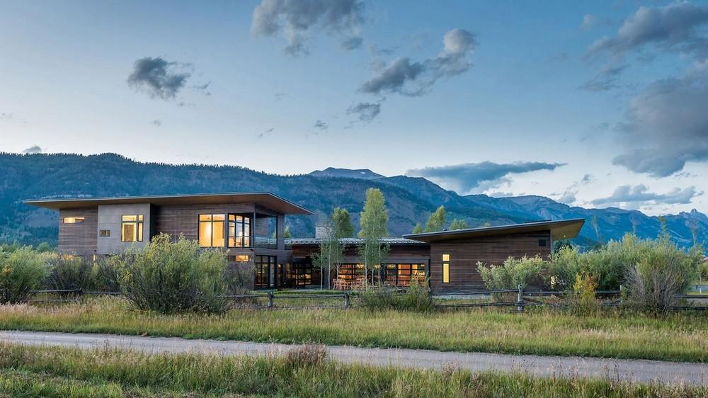 Американское ранчо в долине у Титонских гор