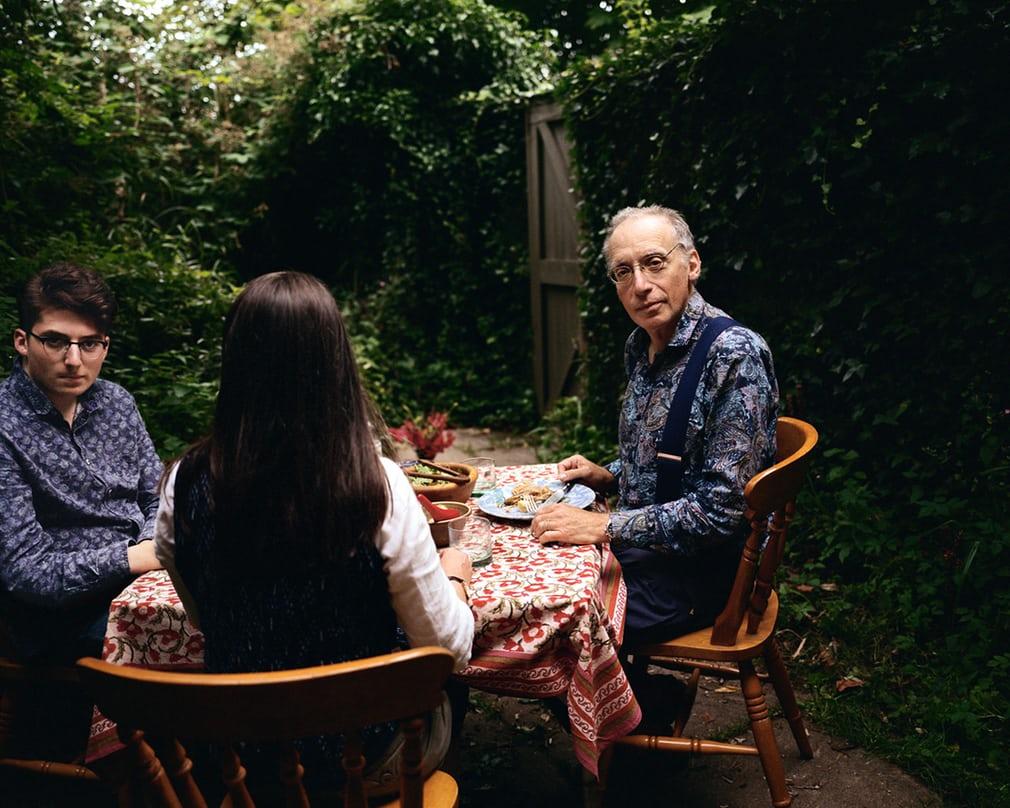 Британские семьи из разных культур за едой