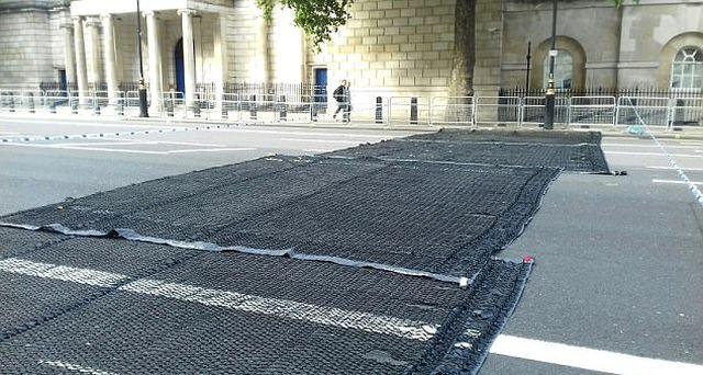 Вольфрамовые шипы остановят машины террористов