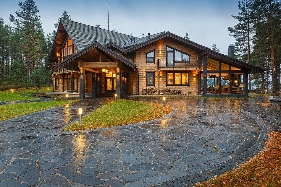 Дом из бруса в сосновом лесу Ленинградской области