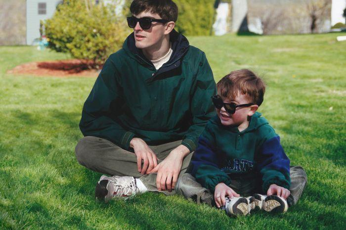 Канадец поместил себя на свои же детские фото