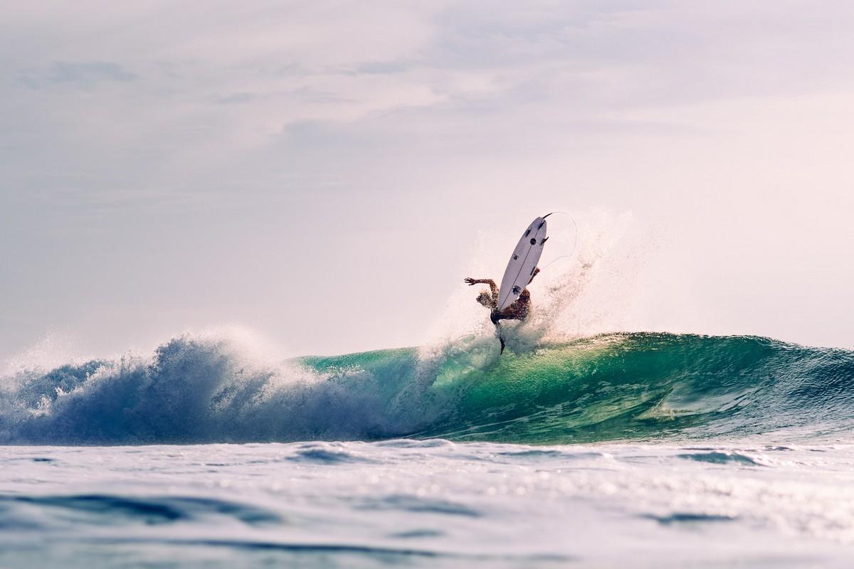 Солнце, волны и серфинг в объективе Калле Лундхольма