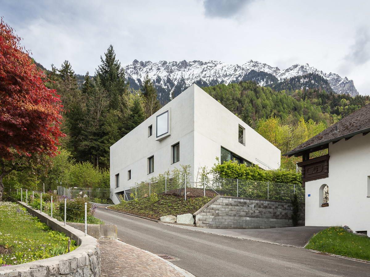 Треугольный дом в Лихтенштейне