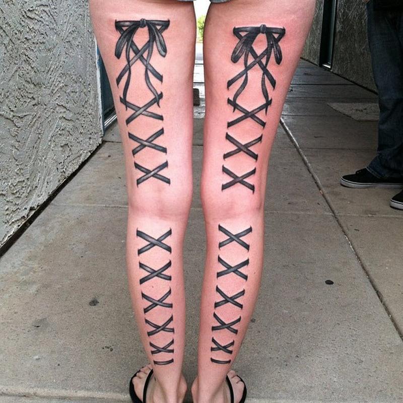 Новый модный тренд в Instagram: татуировки в виде чулок