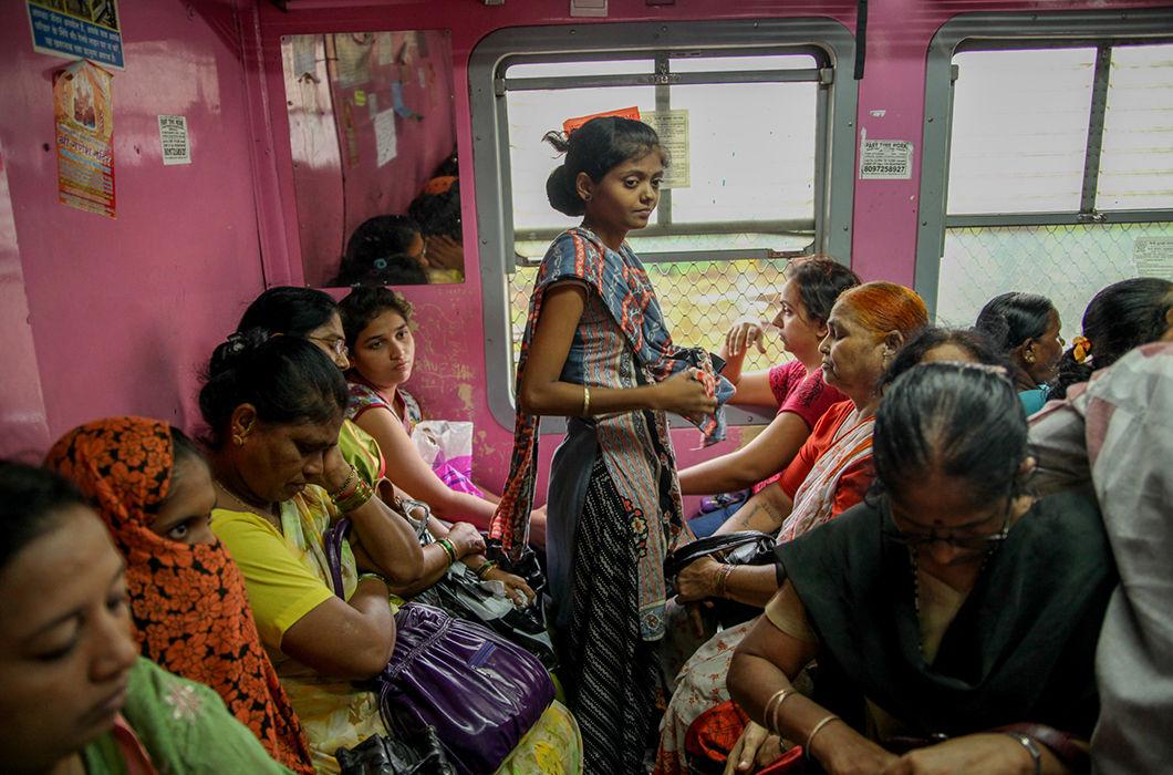 Женские вагоны железных дорог Мумбая